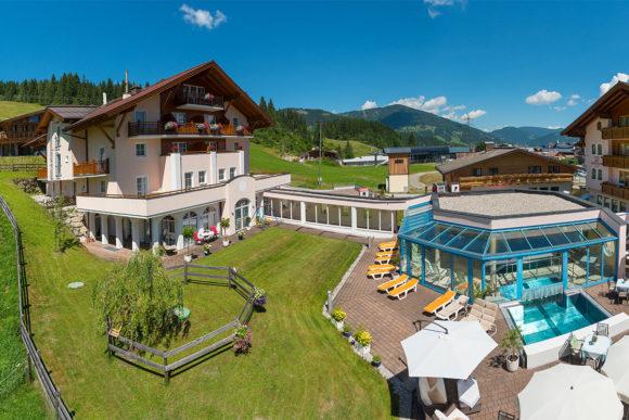 Großzügiger Garten - Hotel Vierjahreszeiten